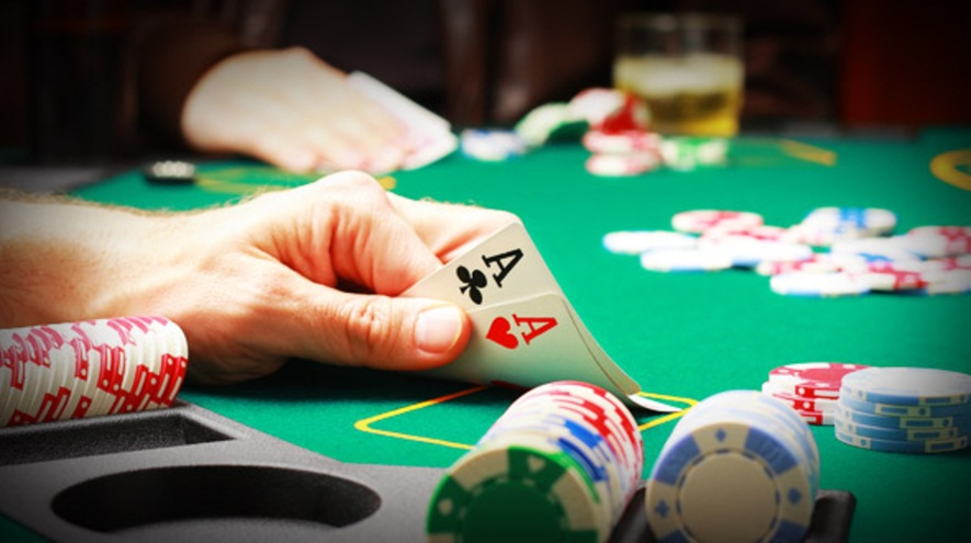 Understanding the poker online games - Round About